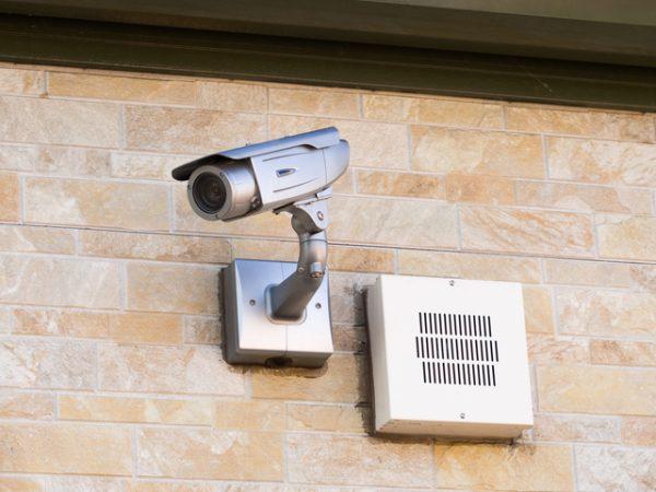 犯罪の解決や抑止につながる防犯カメラ。選び方と自宅設置の注意点 ...