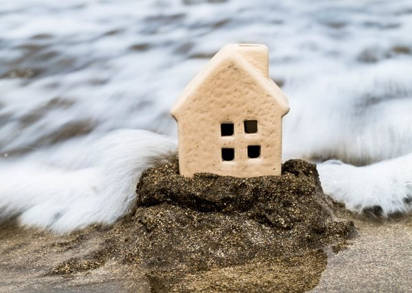 大雨による災害で受けた住宅の被害は、保険で補償されるか? | 住まい ...