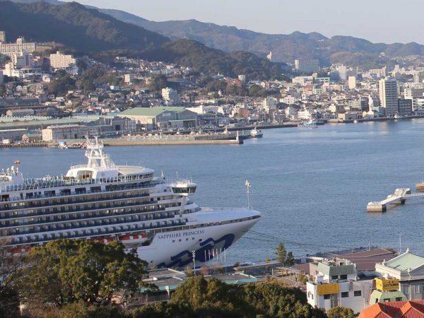 クルーズ 船 長崎 集団感染の長崎停泊クルーズ船 「交代の乗下船は必要」日本支社幹部が経緯説明